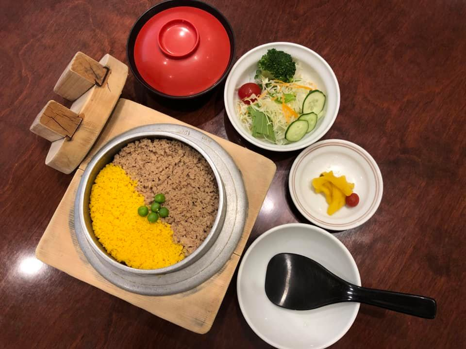Lunch set A―You can choose from 8 items of rice pots.