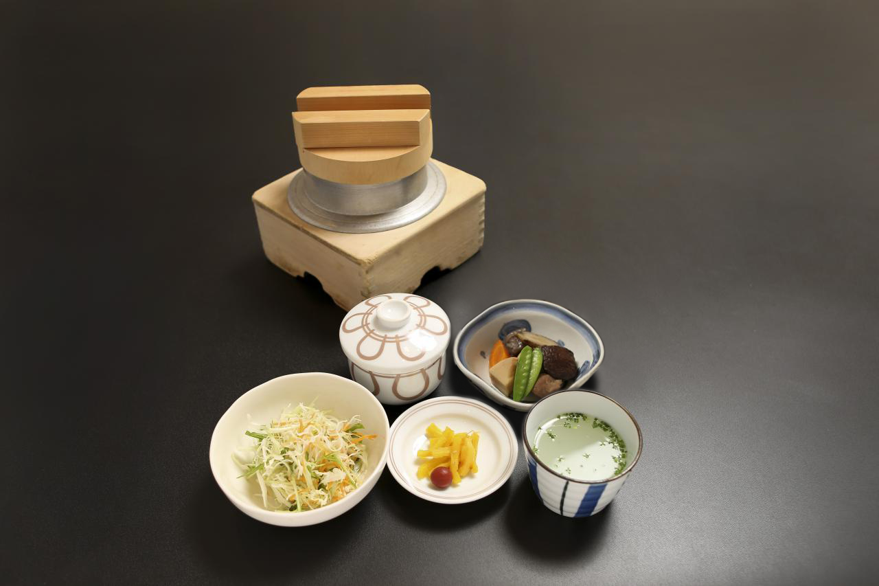 Lunch set B―You can choose from 8 items of rice pots.